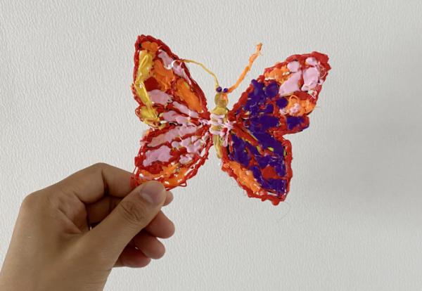 ▲김라희 양이 3D펜으로 만든 나비. 뜨겁지 않아 안전한 어린이용 3D펜을 사용해 만들었다. (사진제공=김미소)
