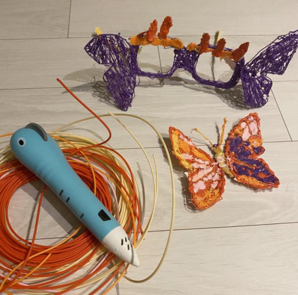 ▲7세 김라희 양이 3D펜으로 직접 만든 안경과 나비. 도면을 따라 만든 안경에 상상력을 더해 나비 날개를 덧붙여 만들었다.  (사진제공=김미소)