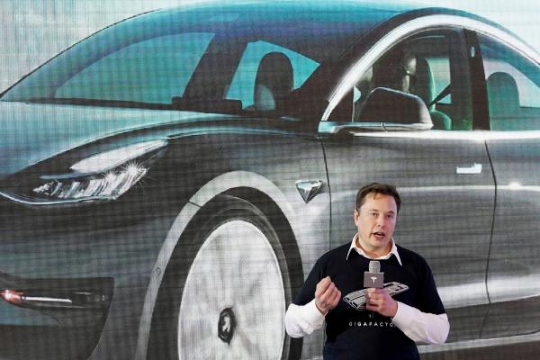 ▲일론 머스크 테슬라 최고경영자(CEO)가 1월 7일(현지시간) 중국 상하이 기가팩토리에서 열린 중국 생산 모델3 차량 인도식에서 연설하고 있다. 상하이/로이터연합뉴스