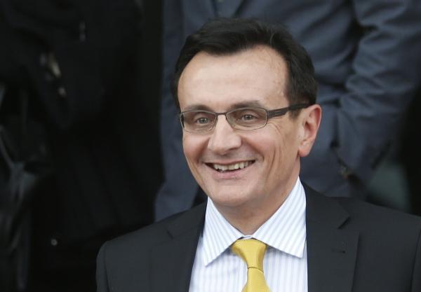 ▲파스칼 소리오 아스트라제네카 최고경영자(CEO)가 2014년 5월 13일(현지시간) 영국 사업혁신기술위원회에 참석한 뒤 자리를 뜨고 있다. 런던/AP슈니스