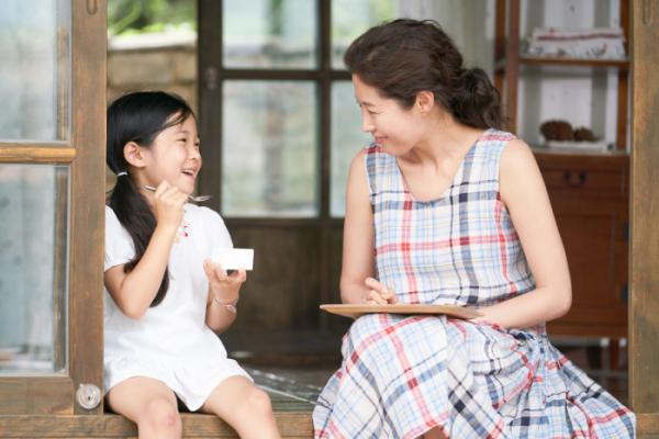 ▲혜원은 고향 집에서 마음 속 허기를 채워가면서, 어린 시절 알지 못했던 엄마의 마음을 이해하고 성장하게 된다. (출처=네이버 영화)