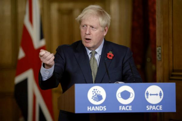 ▲보리스 존슨 영국 총리가 지난 9일(현지시간) 런던 다우닝가 10번지에서 코로나19 관련 가상 기자회견을 하고 있다. (런던=AP/뉴시스)