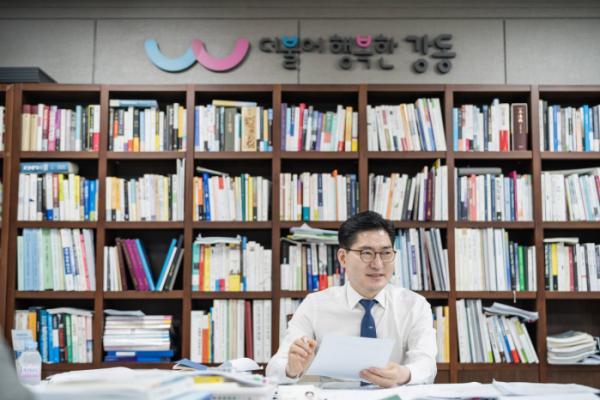 ▲이정훈 강동구청장이 지난달 30일 이투데이를 만나 강동구의 미래에 대한 구상을 밝혔다. (사진제공=강동구)