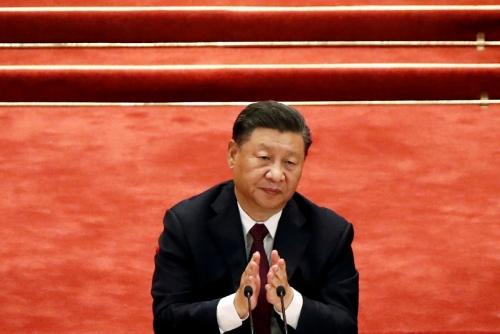 """▲시진핑 중국 국가주석이 9월 8일 베이징에서 열린 신종 코로나바이러스 감염증(코로나19) 방역 유공자 시상식에서 박수를 치고 있다. 시 주석은 16일(현지시간) 인민일보에 """"중국의 발전은 세계의 기회""""라는 내용의 글을 올렸다. 베이징/로이터연합뉴스"""