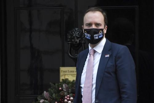 ▲맷 행콕 영국 보건부 장관이 16일(현지시간) 런던 총리 관저에 도착했다. 런던/AP연합뉴스