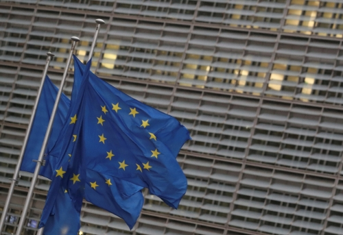 ▲벨기에 브뤼셀의 유럽연합(EU) 집행위원회 사무실 외부에 EU 깃발이 게양돼 있다. 브뤼셀/로이터연합뉴스