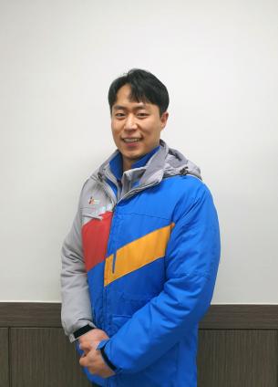 ▲'올해의 택배인' 택배기사 부문 수상자 금종명씨.  (사진제공=CJ대한통운)