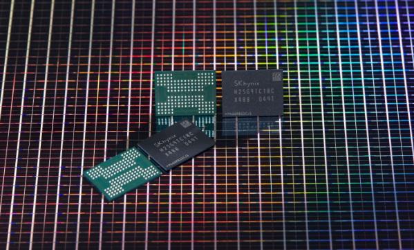▲SK하이닉스가 개발한 176단 4D 낸드 기반 512Gb TLC (사진제공=SK하이닉스)
