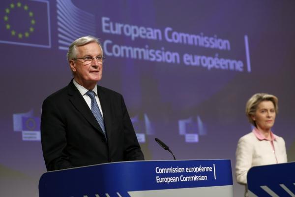 ▲미셸 바르니에(왼쪽) 브렉시트 협상 유럽연합(EU) 수석 대표와 우르줄라 폰데어라이엔 EU 집행위원장이 24일(현지시간) 벨기에 브뤼셀 EU 본부에서 영국과의 미래관계 협상 타결 후 기자회견을 하고 있다. 브뤼셀/AP연합뉴스