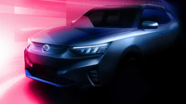 ▲코란도를 밑그림으로 개발한 준중형 SUV 전기차 E100 티저 이미지.  (사진제공=쌍용차)