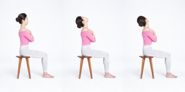 ▲ 매일 목 증후군 예방에 좋은 '쇄골을 잡고 앞뒤로 뻗는다'(재싱 한방 병원)