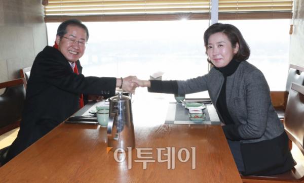 ▲홍준표 의원과 나경원 전 의원이 1월 12일 오후 서울 마포구의 한 식당에서 오찬 회동을 하고 있다. 국회사진취재단