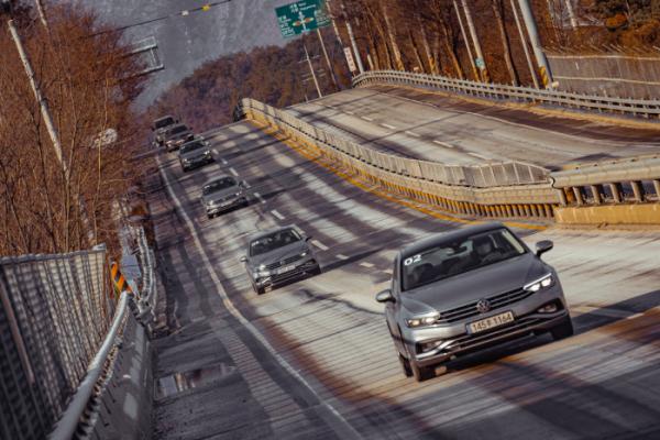 ▲직렬 4기통 2.0 TDI 엔진과 7단 DSG는 잘 뻗는 국도에서 충분한 달리기 성능을 보여준다.  (사진제공=폭스바겐코리아)