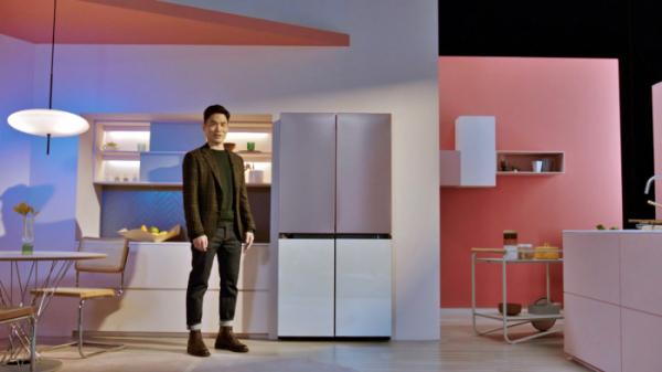 ▲삼성전자 승현준 사장이 CES 2021 삼성 프레스컨퍼런스에서 '비스포크(BESOPKE)' 냉장고를 소개하고 있다. (사진제공=삼성전자)