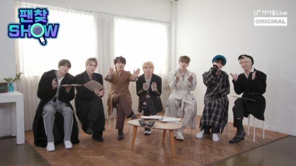 ▲아이돌그룹 빅톤이 '팬찾쇼'에 출연해 인사하고 있다. (사진제공=LG유플러스)