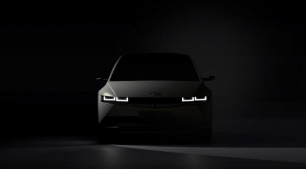 ▲현대자동차가 전기차 브랜드 아이오닉의 첫 번째 모델 '아이오닉 5(IONIQ 5)'의 외부 티저 이미지를 최초로 공개했다.  (사진제공=현대차)