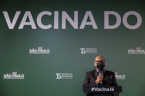 ▲브라질 부탄탕연구소의 지마스 코바스 연구소장이 지난달 23일(현지시간) 브라질 상파울루에서 시노백 효과 예상치를 발표하고 있다. 상파울루/AP뉴시스