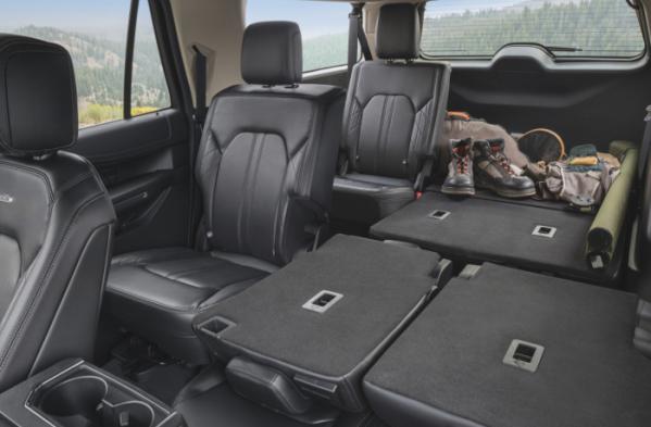 ▲뉴 포드 익스페디션은 익스플로러보다 더 큰 사이즈의 SUV로 온 가족이 함께 여행을 떠나거나 차박 등 레저활동을 즐길 때 더 넓은 내부 공간과 적재공간을 제공한다.  (출처=포드 미디어)