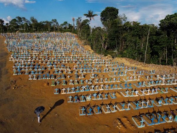 ▲지난달 21일 브라질 마나우스의 코로나19 사망자 묘역이 보인다.   (마나우스/AFP연합뉴스)