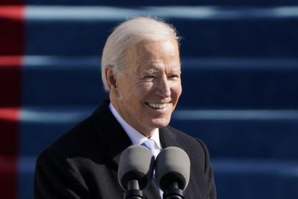▲조 바이든 미국 대통령이 20일(현지시간) 의회 의사당에서 열린 46대 대통령 취임식에서 환하게 웃고 있다.  (워싱턴D.C/AP뉴시스)