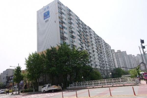 ▲경기 안양시 만안구 박달동 152 신안아파트. (사진 제공=지지옥션)