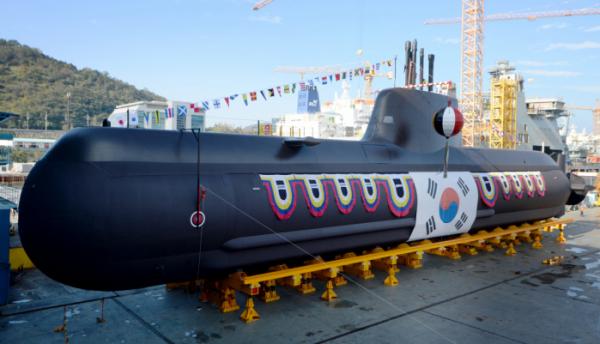 ▲지난 2016년 경남 거제시 대우조선해양에서 214급 잠수함(KSS-Ⅱ) 8번함 '이범석함' 진수식이 거행되고 있다.  (뉴시스)
