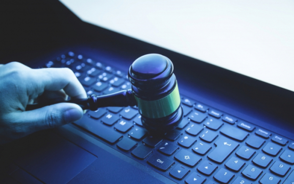▲불법 콘텐츠 공유는 증거를 찾기 어려워 저작권 침해자를 찾기 쉽지 않고, 범인을 잡더라도 피해 금액 산정이 쉽지 않다. (게티이미지뱅크)