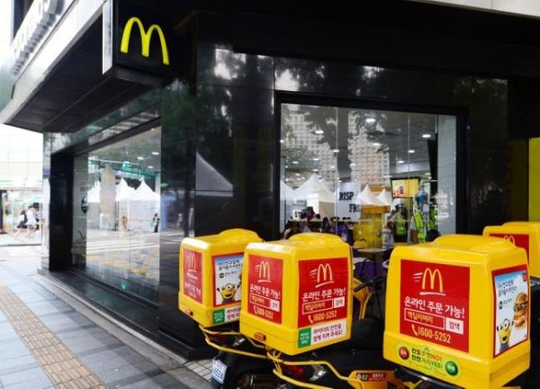 ▲서울 시내의 맥도날드 매장 앞이 한산해보이고 있다. (뉴시스)
