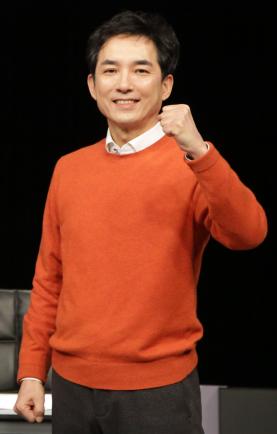 ▲박민식 국민의힘 부산시장 예비후보가 15일 맞수토론에 앞서 사진 촬영을 하고 있다. (국민의힘 부산시당)