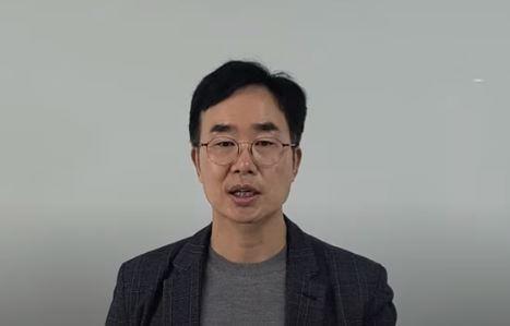 ▲16일 오후 유튜브에 공개된 동영상에서 진양곤 에이치엘비 회장이 설명하고 있다. (연합뉴스)