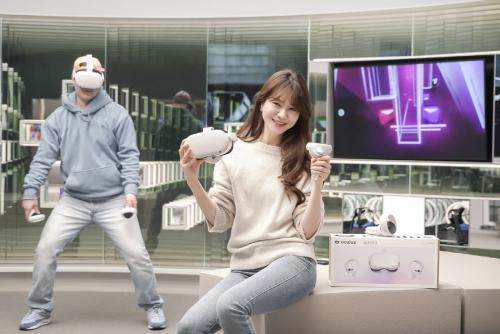 ▲SKT 관계자들이 서울 마포구 T팩토리에서 '오큘러스 퀘스트2'를 홍보하고 있다. (사진제공=SKT)<br>