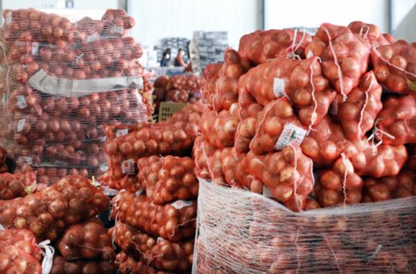 ▲인천시 남동구 남촌농산물도매시장에 쌓여 있는 양파. (뉴시스)