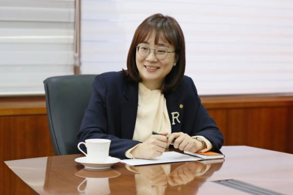 ▲김은희 한화역사 대표이사가 경영 목표에 대해 이야기 하고 있다.  (사진제공=한화그룹)