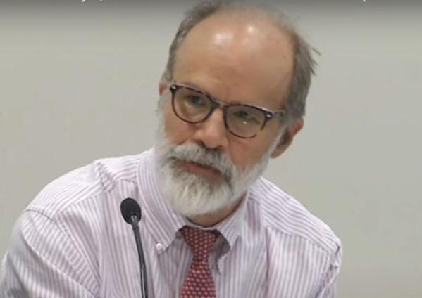 ▲마크 램지어 교수가 2015년 9월 30일 하버드로스쿨 도서관이 개최한 토론회에서 발언하고 있다.  (출처 = 하버드로스쿨 유튜브캡처)