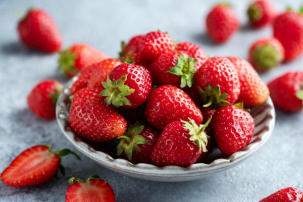 ▲농촌진흥청에 따르면, 딸기 수확시기에 따른 과일 품질을 조사한 결과 온도가 낮은 겨울철에 당 함량이 높고 신맛이 적어 맛이 가장 좋은 것으로 조사됐다. (게티이미지뱅크)