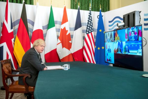 ▲보리스 존슨(왼쪽) 영국 총리와 조 바이든 미국 대통령, 쥐스탱 트뤼도 캐나다 총리, 스가 요시히데 일본 총리, 앙겔라 메르켈 독일 총리, 마리오 드라기 이탈리아 총리, 에마뉘엘 마크롱 프랑스 대통령이 19일(현지시간) 화상으로 열린 주요 7개국(G7) 정상회의에 참석하고 있다. 런던/로이터연합뉴스