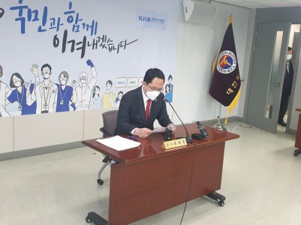 ▲최대집 회장이 20일 의료법 개정안에 반대하며 성명서를 발표하고 있다.  (사진제공=대한의사협회)