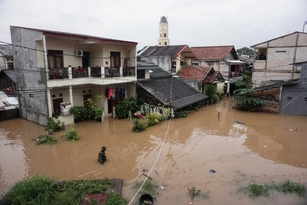 ▲19일 인도네시아 자카르타에 집중호우가 내려 도로와 마을이 물에 잠겼다. 자카르타/신화연합뉴스<br>