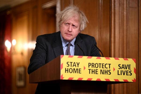 ▲보리스 존슨 영국 총리가 22일(현지시간) 런던 다우닝가 10번지 총리관저에서 신종 코로나바이러스 감염증(코로나19) 사태 관련 언론 브리핑을 하고 있다. 런던/로이터연합뉴스