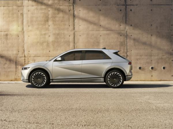 ▲현대자동차는 '아이오닉5'가 사전 계약 첫날인 25일 하루에만 2만3760대를 판매했다고 밝혔다. (사진제공=현대자동차그룹)