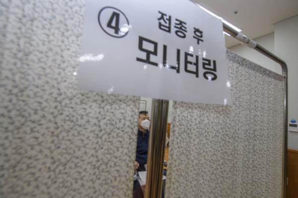 ▲26일 오전 한 신종 코로나바이러스 감염증(코로나19) 백신 접종실의 모습.  (연합뉴스)