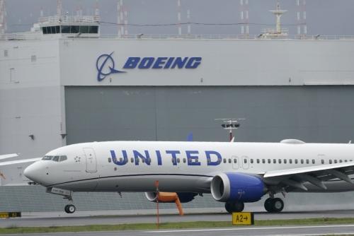 ▲미국 유나이티드항공의 보잉 737맥스 여객기가 시애틀 킹카운티 국제 공항에 착륙해 있다.  (연합뉴스)