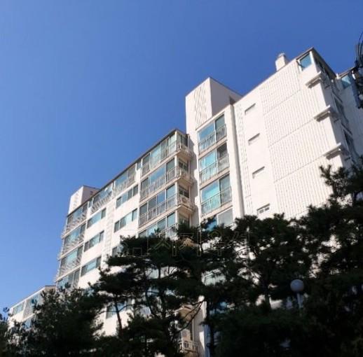 ▲서울 강남구 논현동 252-1 논현두산위브. (사진제공=지지옥션)