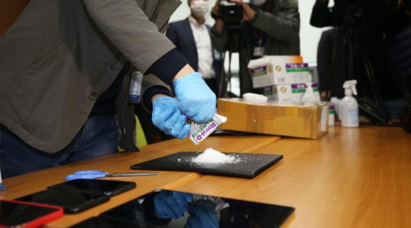 ▲전북경찰청 마약수사대가 마약을 비타민으로 위장해 밀반입한 뒤 국내에 유통한 태국인 7명을 구속했다. 사진은 경찰이 이들에게서 압수한 필로폰과 야바. (연합뉴스)
