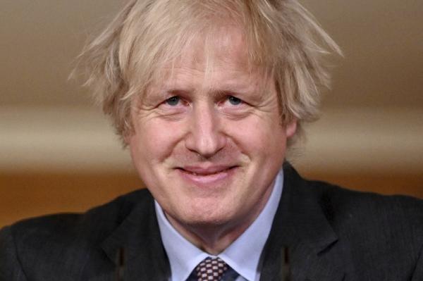 ▲보리스 존슨 영국 총리가 2월 22일(현지시간) 런던 다우닝가 10번지에서 TV로 중계되는 기자회견을 하고 있다. 런던/AP뉴시스