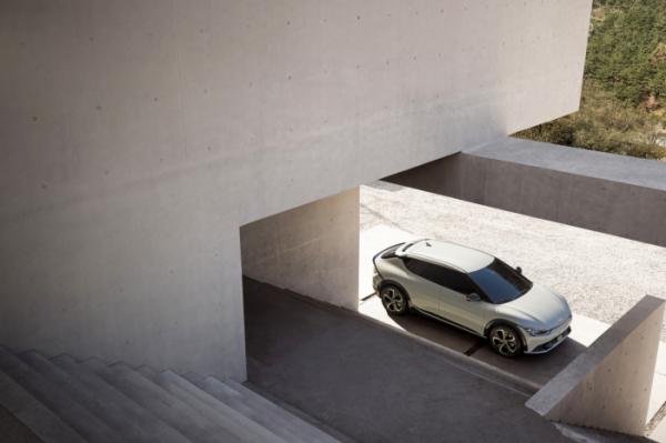▲기아가 공개한 EV6 디자인. 차 크기와 방향성은 앞서 현대차가 공개한 아이오닉 5와 유사하다.  (사진제공=기아)