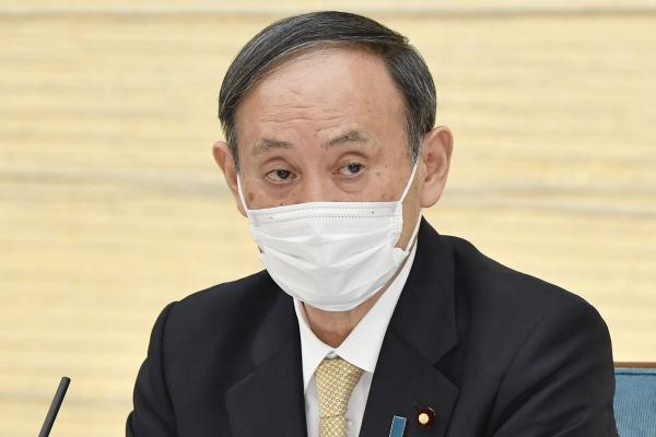 ▲스가 요시히데 일본 총리가 지난달 26일 도쿄 총리관저에서 열린 신종 코로나바이러스 감염증(코로나19) 대책본부 회의에서 발언하고 있다. 도쿄/AP교도연합뉴스