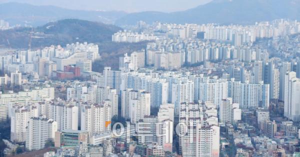 ▲서울 마포구 아파트 전세가격이 2주 연속 하락세다. 사진은 서울 여의도 63빌딩에서 바라본 서울시내 아파트 밀집지역 모습. 고이란 기자 photoeran@ (이투데이DB)