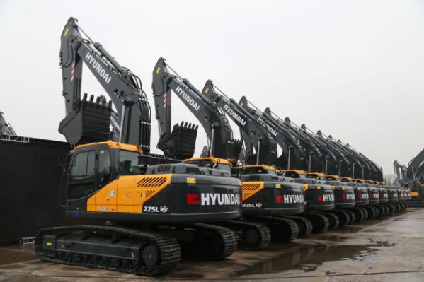 ▲현대건설기계가 최근 중국에 출시한 굴착기들. (사진제공=현대건설기계)
