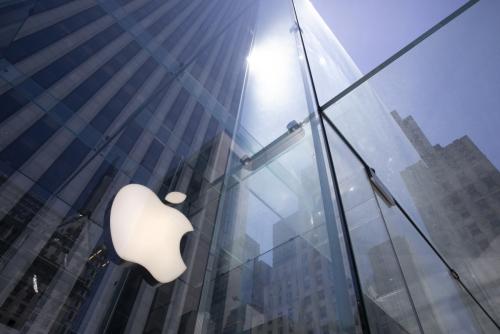 ▲미국 뉴욕 5번가에 위치한 애플스토어에 애플 로고가 보인다. 뉴욕/AP연합뉴스